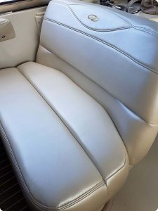 Pearl vinyl helm seat